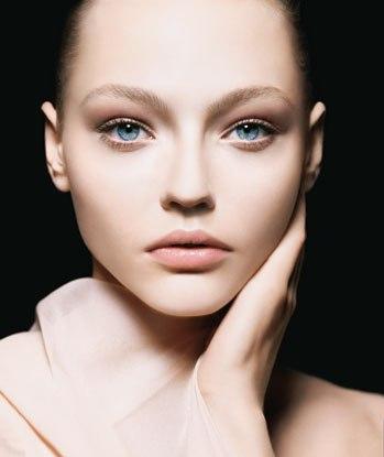 Armani_Beauty_article_2008_GIRL_FACE_FABRIC